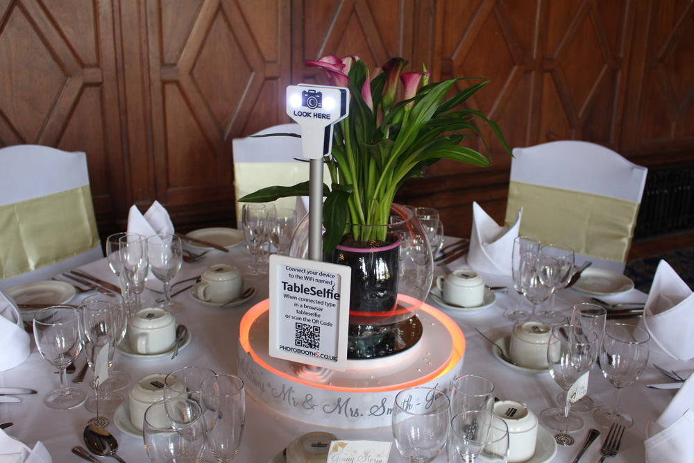 Table Selfie by Photobooths.co.uk